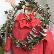 Du corail, du doré ( j'aime quand ça brille!) et des fleurs! Jolie robe en double gaze. La nouvelle collection se prépare😉 #bymesange  #doublegaze  @by_mesange